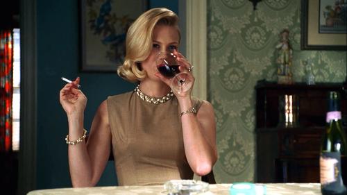 Betty Draper-smoking and drinking-GoodGirlsCompany