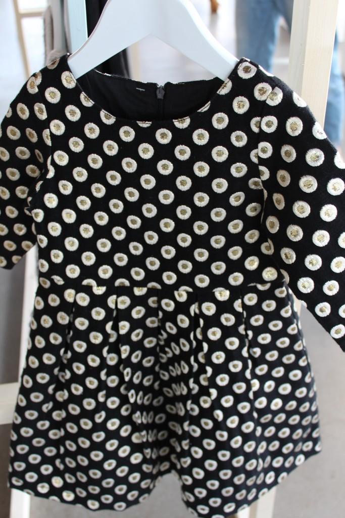 Primark AW 15-wintercollectie Primark-GoodGirlsCompany-kinderkleding Primark- zwarte jurkje met gouden rondjes