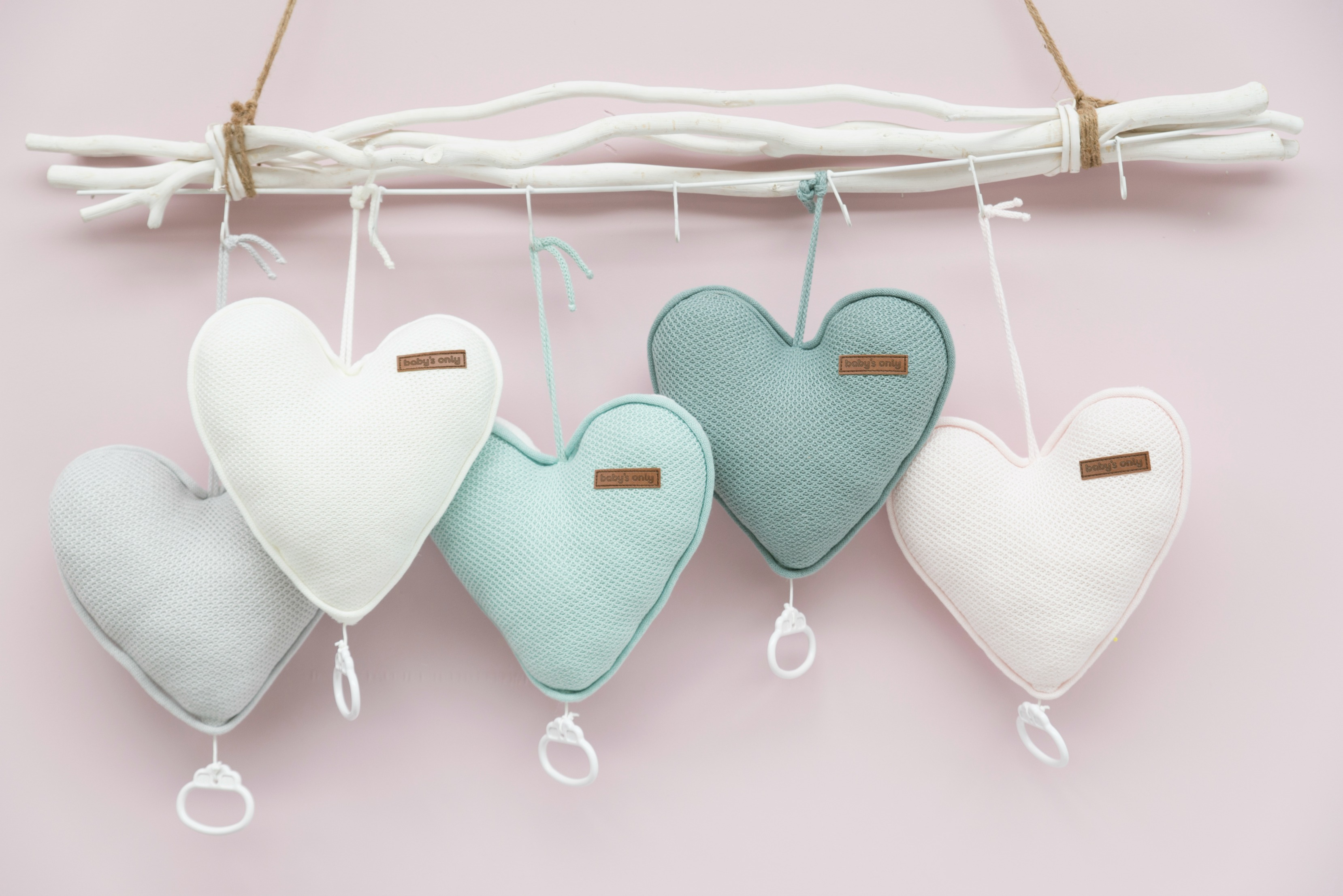 klassieke kinderkleding-mintgroen-babykamer-pasteltinten babykamer