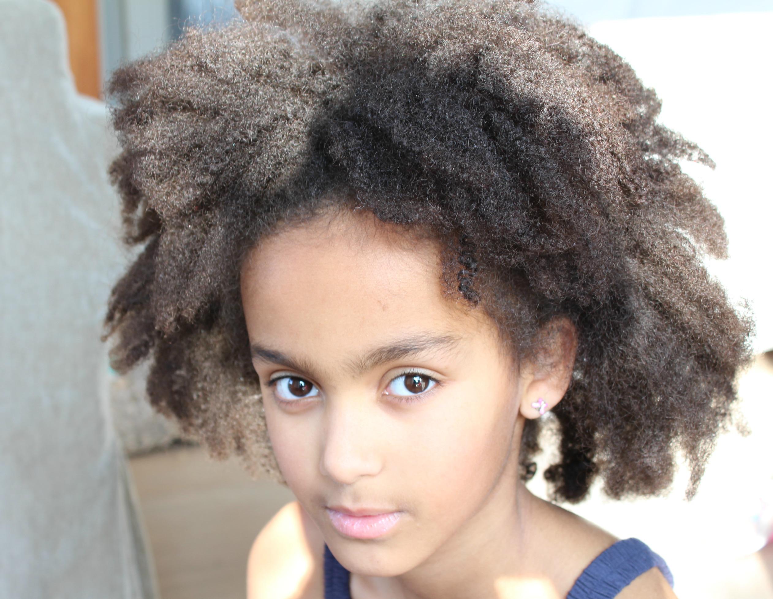 mijn kind wordt gepest om haar huidskleur-pesten-pestgedrag-GoodGirlsCompany