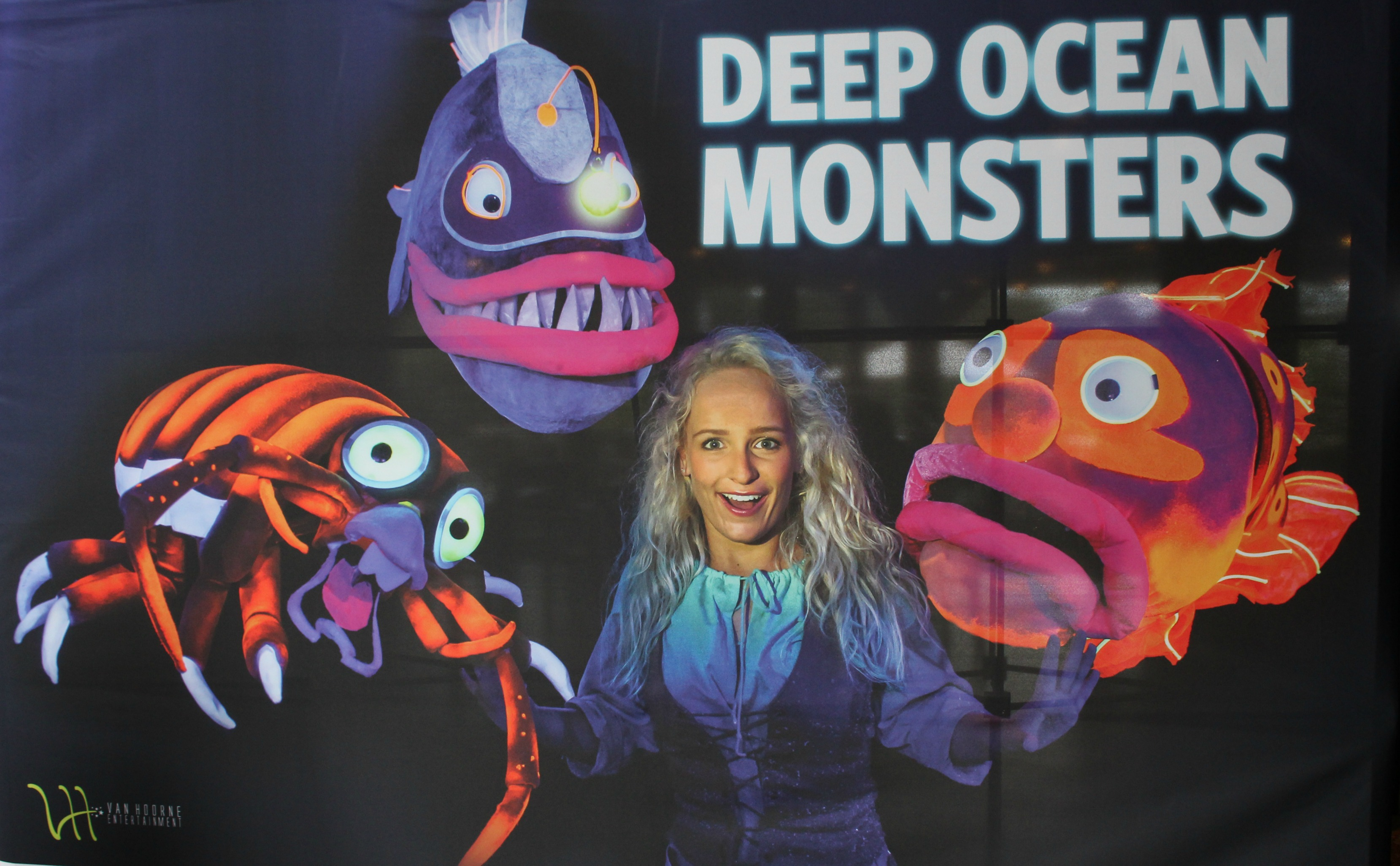 Deep Ocean Monsters VLOG-GoodGirlsCompany-Burgers Zoo musical