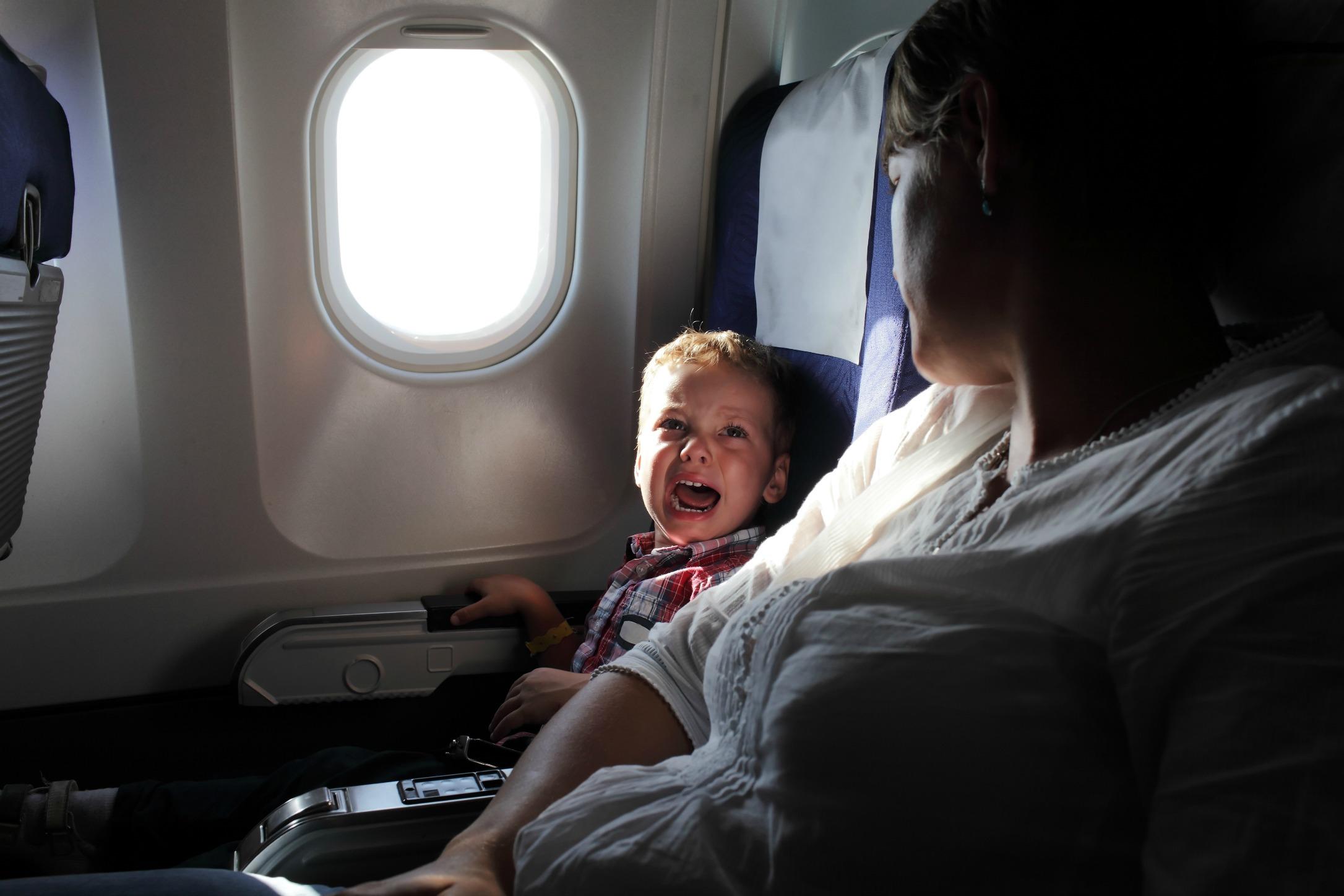 Kind-vrije-zones-in-vliegtuigen-tegen-irritante-kinderen_GoodGirlsCompany