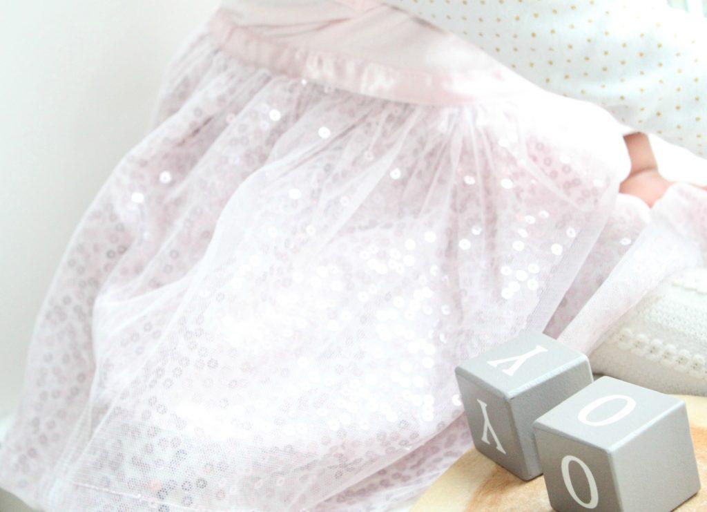 Kerstkleding-van-Zeeman-baby-roze-jurkje-GoodGirlsCompany-feetkleding-voor-meisjes