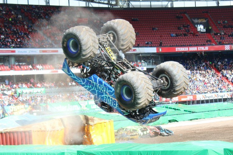 Monster-Jam-2017-GoodGirlsCompany-Blue-Thunder