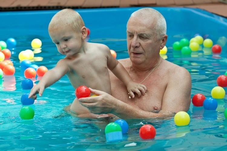 Je kind in samen in bad bij je naakte schoonouders-GoodGirlsCompany