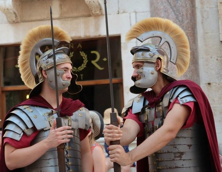 Paleis van Diocletianus-romeinse soldaten-GoodGirlsCompany